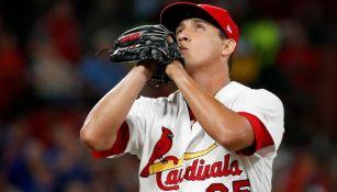 Giovanny Gallegos en un juego con los Cardinals