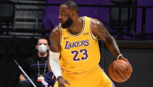 Lebron James en acción con los Lakers