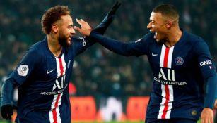 Neymar y Mbappé festejan un gol en Francia