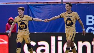 Waller y Dinenno celebrando gol vs San Luis