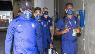 Jugadores de Estados Unidos previo al partido ante República Dominicana