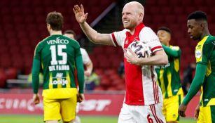 Davy Klaassen tras anotar un gol a favor del Ajax