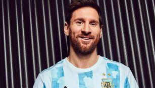 Messi 'presume' el nuevo jersey de la Albiceleste