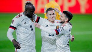 Jugadores de Bélgica festejan una anotación