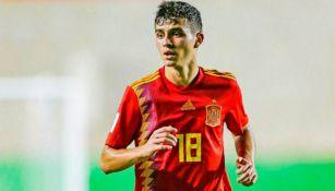 Pedri, en un partido de selecciones inferiores con España