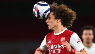 David Luiz en acción con el Arsenal