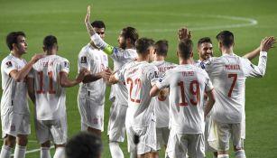Jugadores españoles celebran gol vs Grecia