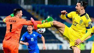 Zlatan Ibrahimovic en acción con Suecia