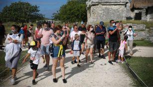 A pesar de la pandemia, los turistas han comenzado a abarrotar destinos