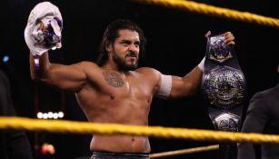 Santos Escobar durante una función de lucha en NXT