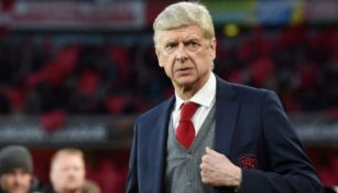 Arsene Wegner dirigiendo un partido del Arsenal