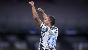 Giovani Dos Santos tras su gol contra Necaxa
