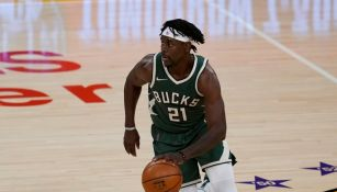 Jrue Holiday en un partido con los Bucks