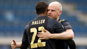 Jugadores del Ajax celebrando el gol del triunfo