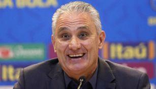 Tite durante una conferencia de prensa en Brasil