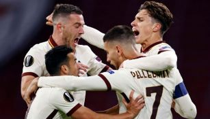 Jugadores de la Roma festejando un gol a favor