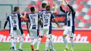 Jugadores de Rayados festejan el triunfo ante Toluca