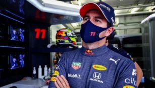 Checo Pérez con el equipo de Red Bull Racing