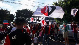 Atlas: Aficionados rojinegros 'invaden' Mazatlán previo al partido