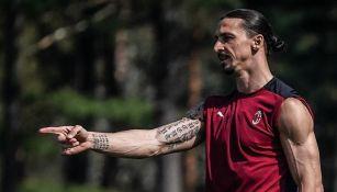 Zlatan Ibrahimovic en entrenamiento con el AC Milan