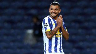 Tecatito Corona en partido con Porto