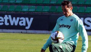 Andrés Guardado durante una sesión con Betis