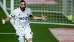 Karim Benzema celebra gol en el clásico