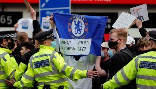 Afición del Chelsea protesta contra la Superliga europea