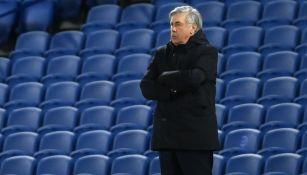 Carlo Ancelotti durante un duelo del Everton en Premier