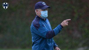 Aguirre regresa a entrenar a Rayados previo al clásico regio