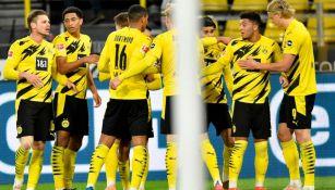 Jugadores del Borussia Dortmund festejando un gol a favor