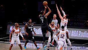 Kevin Durant, en acción ante los Suns de Phoenix