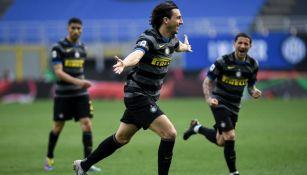 Matteo Darmian celebró su anotación con el Inter de Milan frente al Hellas Verona