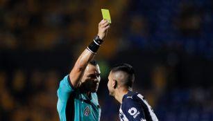 Clásico Regio: Sebastián Vegas empujó al árbitro y sólo fue amonestado