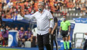 Víctor Manuel Vucetich en el partido ante Atlas