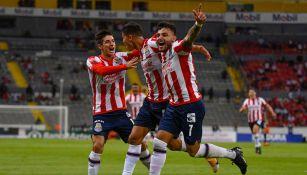 El Chelo celebrando su gol con sus compañeros