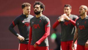 Jugadores del Liverpool durante calentamiento previo partido de Liga Premier