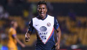 Pedro Aquino en festejo de gol