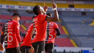 Renato Ibarra festejando un gol a favor del Atlas
