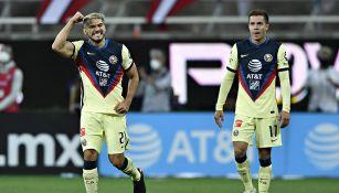 Henry Martín y Sebastián Córdova en el partido contra América