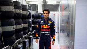 Sergio Pérez porta el uniforme de la escudería Red Bull