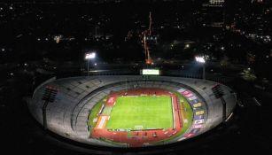 El Olímpico Universitario iluminado por los fuegos artificiales