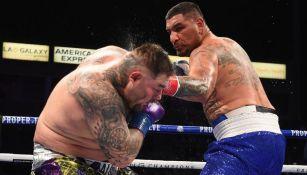 Chris Arreola golpeando a Andy Ruiz durante un combate