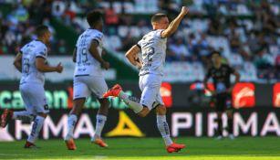 Querétaro en festejo de gol