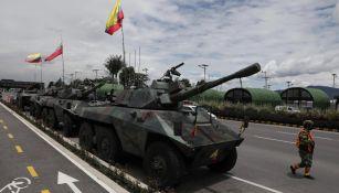 Tanques del ejército vigilan las casetas de peaje en Bogotá
