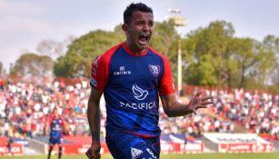 Víctor Mañón en festejo con Tepatitlán