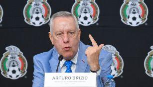 Arturo Brizio durante una conferencia de prensa