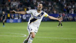 Ibrahimovic celebrando un gol con el Galaxy
