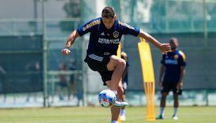 Javier Hernández durante un entrenamiento con Galaxy