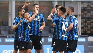 Elementos del Inter celebran un gol del juego